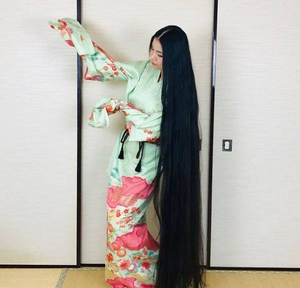 دختری که موهاش از قدش بلندتره !