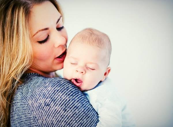 آروغ زدن نوزاد