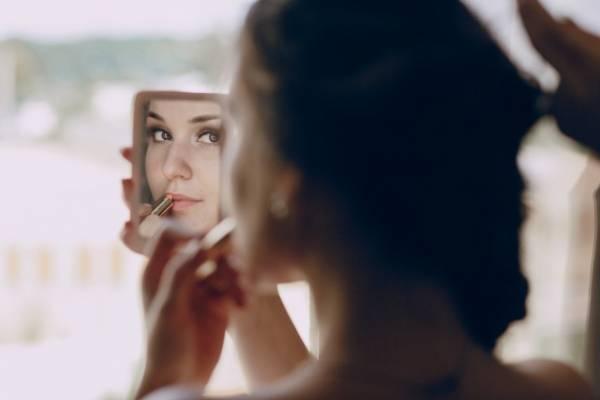 آینه کوچک برای خانم ها