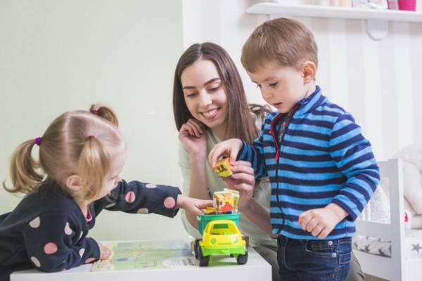 بازی با کودکان در منزل