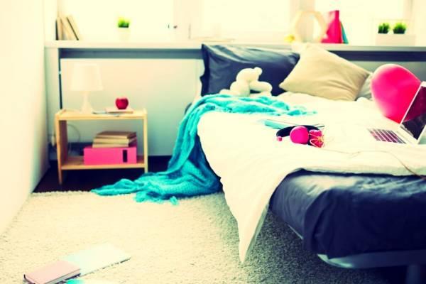 تخت خواب نامرتب