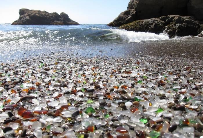 ساحل زیبای شیشه ای