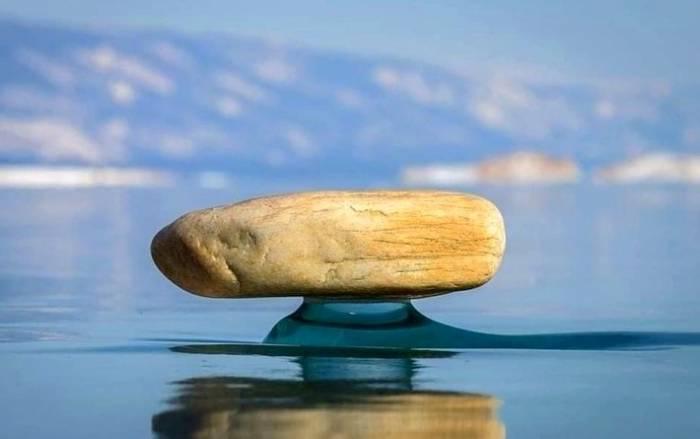 سنگهای عجیبی که بین آب و هوا شناورند !!