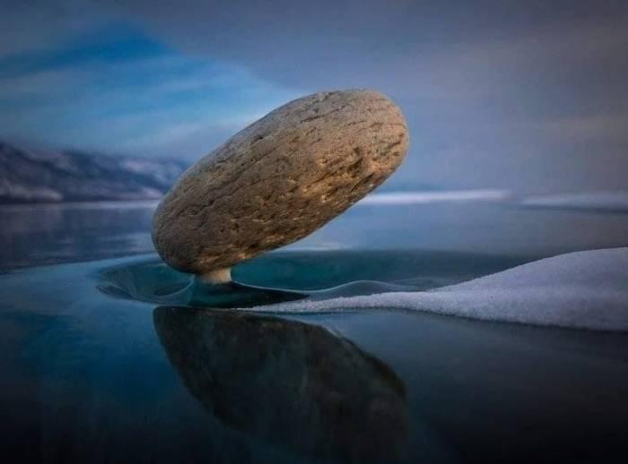 سنگ معلق در هوا