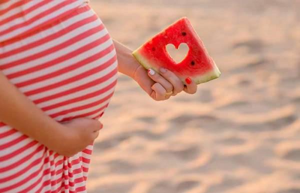 خوردن هندوانه در دوران بارداری خوبه یا بد؟