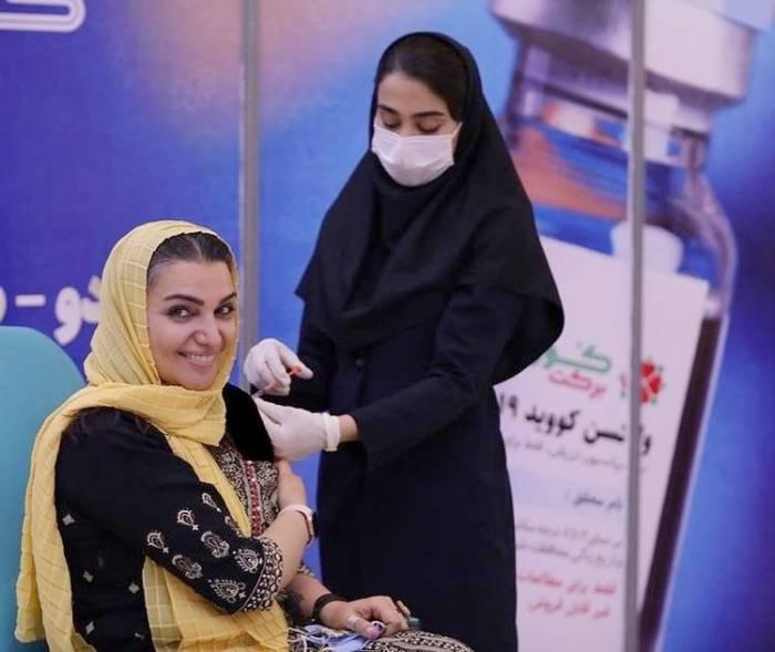واکسن زدن الهام پاوه نژاد