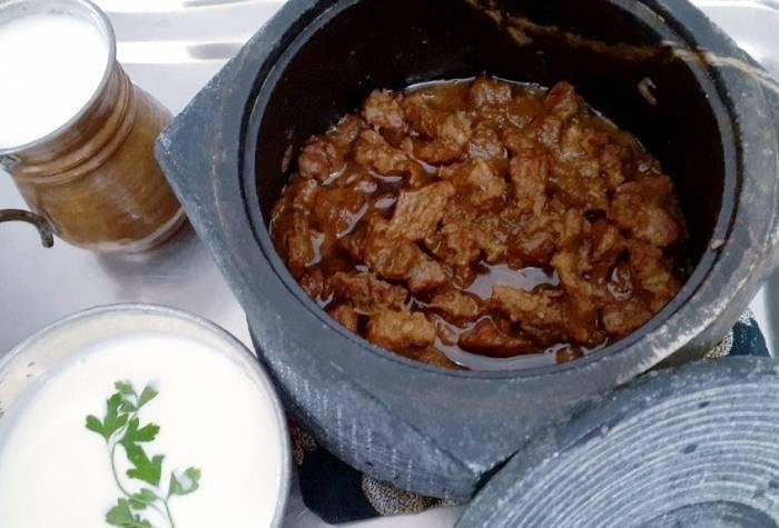 پخت غذا در دیگ سنگی